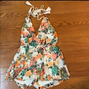 💚💚White & Peach floral romper with halter top